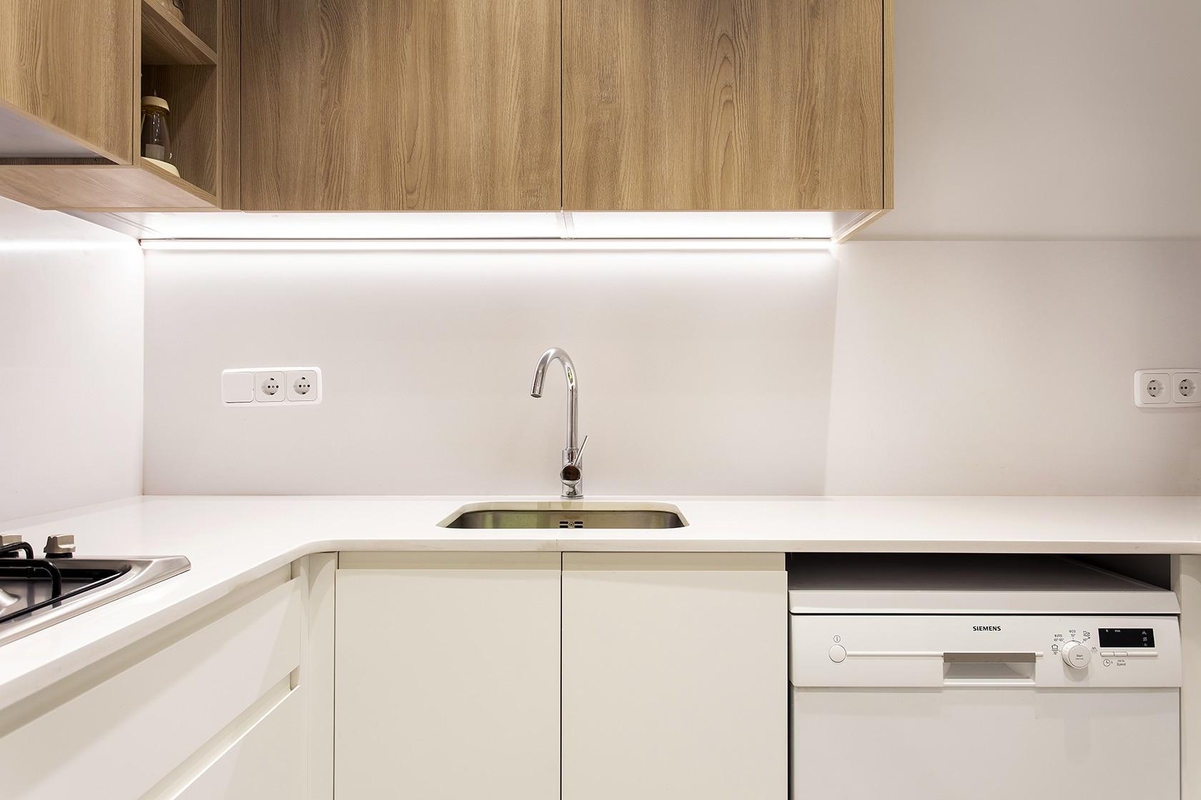 Fregadero y encimera de la cocina