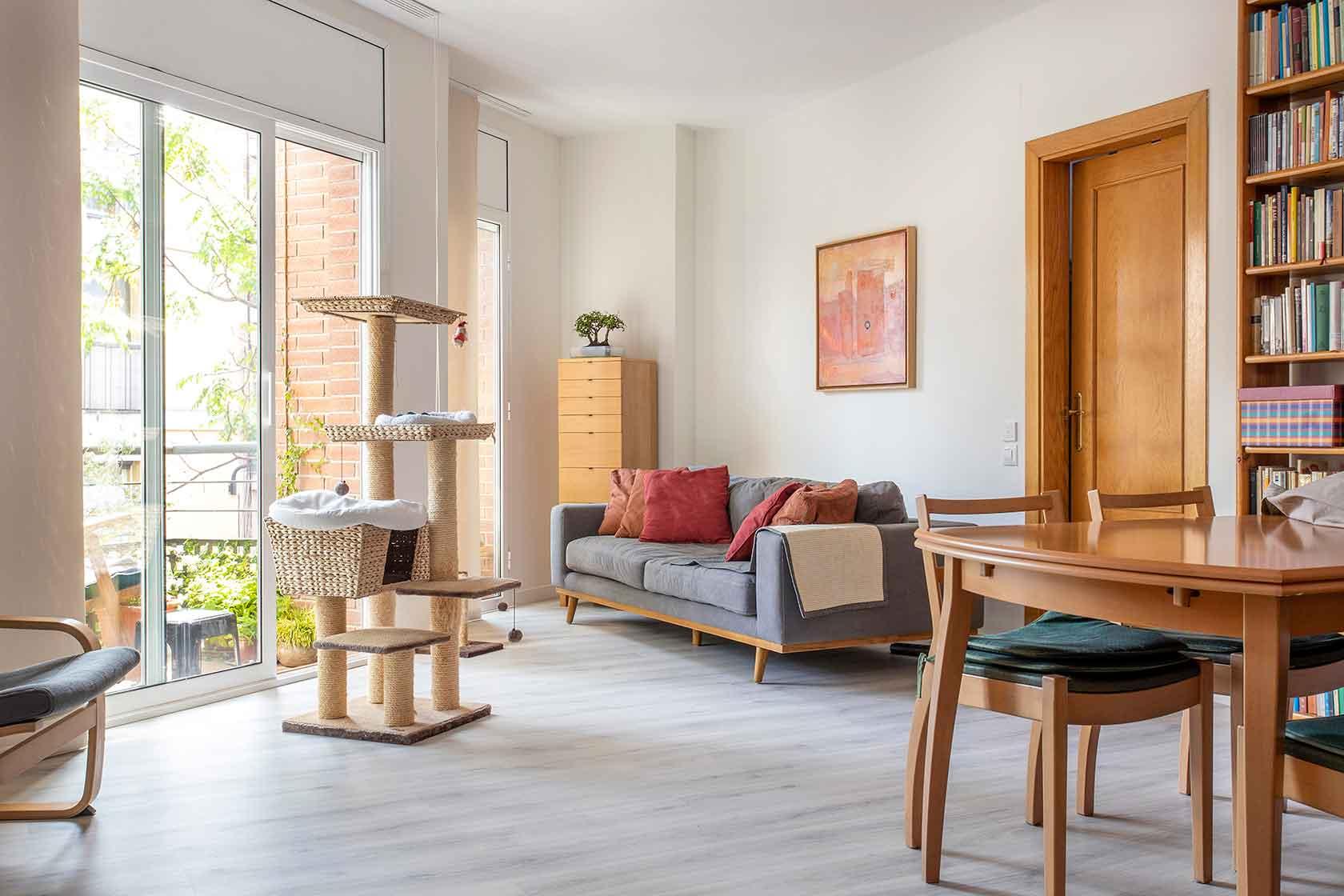 Reforma parcial con mobiliario en el Guinardó