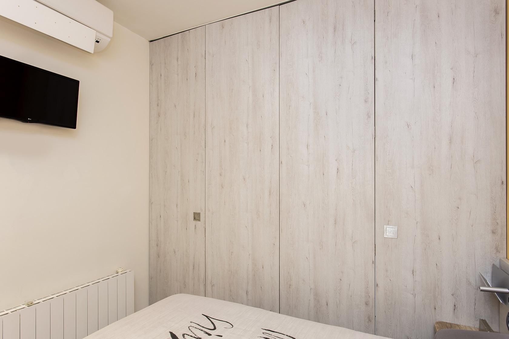 Habitación vista des de dentro con los paneles cerrados