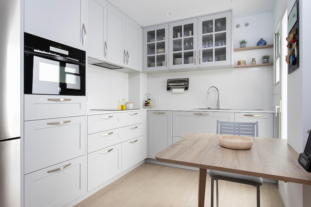 foto esquina cocina blanca