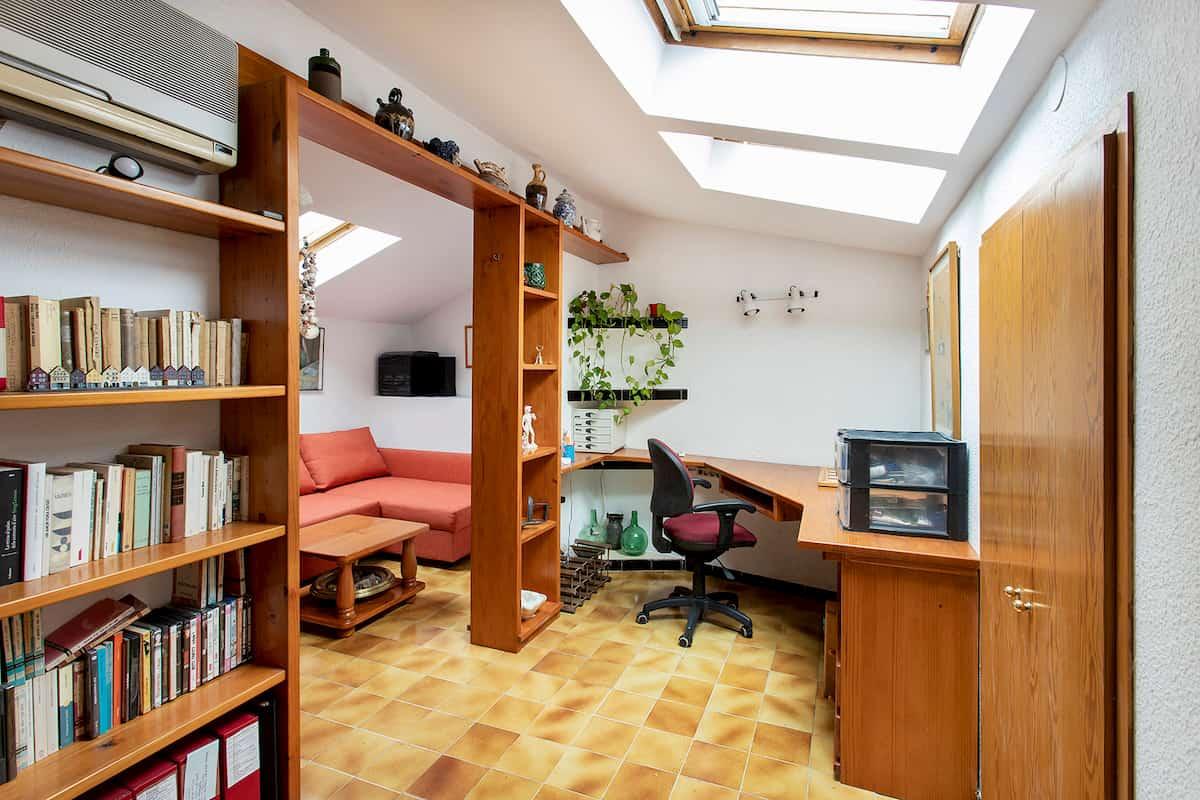 zona de escritorio en altillo