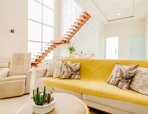 Inspiració: aposta per un sofà groc per a donar un toc alegre al saló | Nexdom